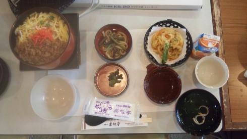 昼食は会津名物わっぱ飯