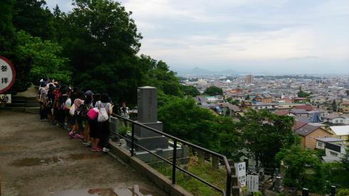 飯盛山から鶴ヶ城を望む