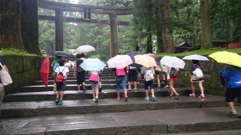 東照宮 雨です