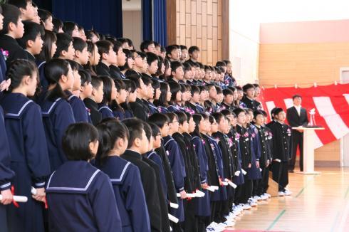 卒業生の合唱 美しいハーモニー