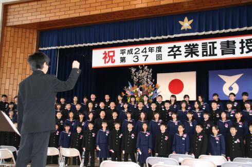 卒業生の合唱 広い世界へ