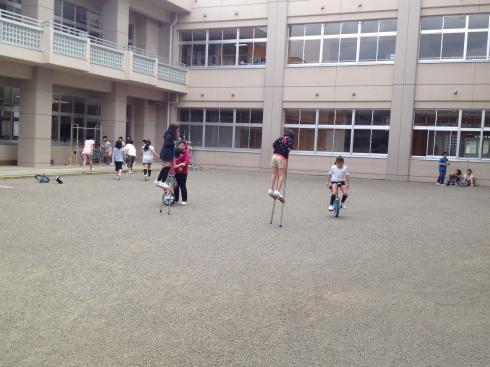 新校舎中庭での遊び