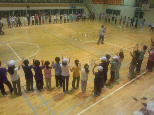 体育館での集い