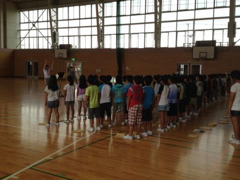 4年生 体育館での合唱練習
