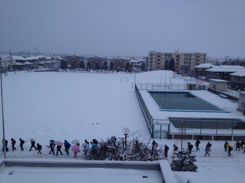 グラウンドの雪